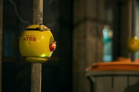 luzinterruptus urban nest light art installation 7