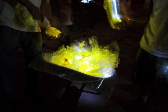 luzinterruptus water is gold installation 5