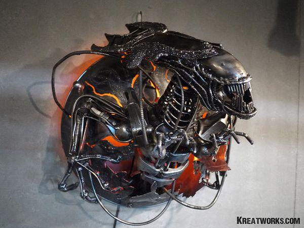 Metal Queen Alien Lamp 1
