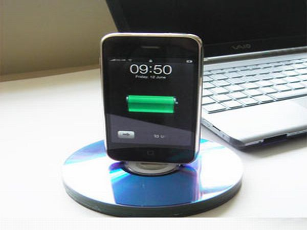 Recycle Old CDs Into An iPhone dock