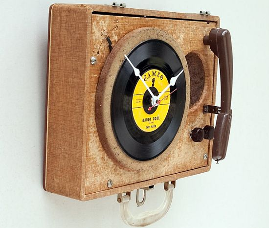 recycled pioneer record player clock 1