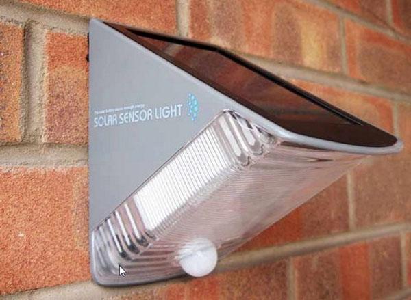Solar powered courtesy light