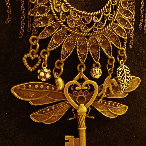 steampunk firefly key charm nnecklace detail