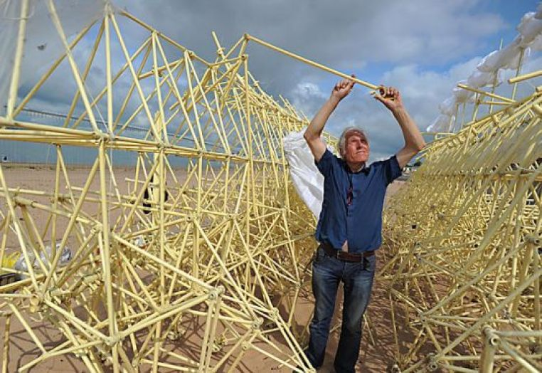 theo jansen mechanical sculpture strandbeest 4
