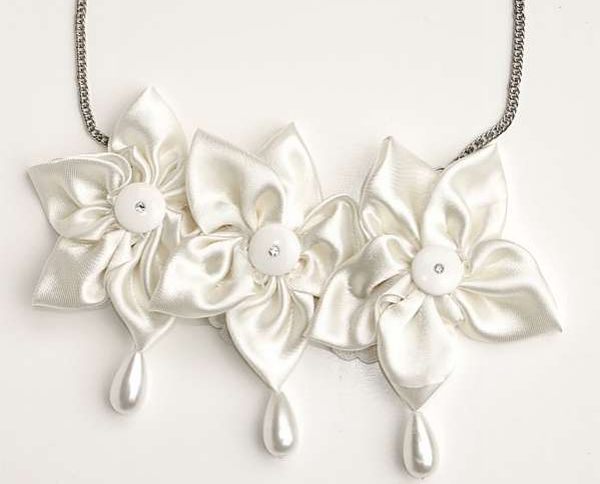 Yael Uriely's eco-chic jewelry