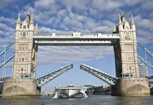 PlanetSolar-Tower-Bridge-2-Photo-Ania-Dabrowska_600_411