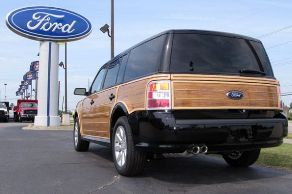2009-ford-flex-woody-rear-three-quarter-view