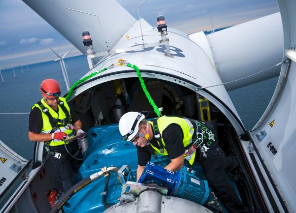 Offene Gondel einer Windturbine - Servicearbeiten / Open Gondola of a Wind Turbine - Maintenance work