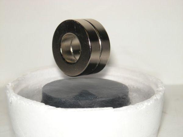 Magnifye superconducting permanent magnets