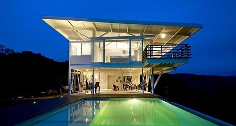 White steel Villa by Robles Arquitectos
