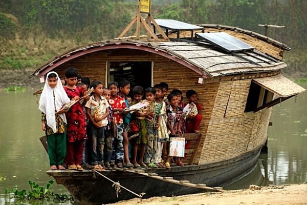 Floating school rooms by Shidhulai Swanirvar Sangstha_1
