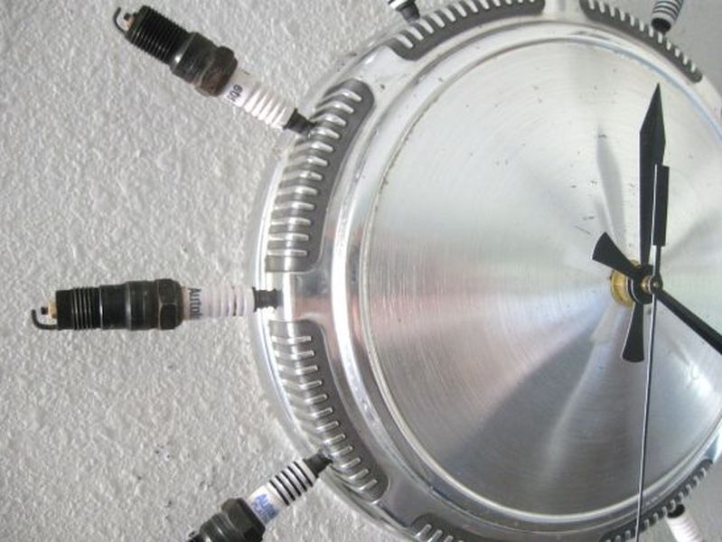 Recycled aluminum hubcap clock is a complete takeaway