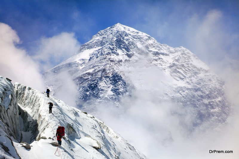 Mount-Everest-traffic-jam
