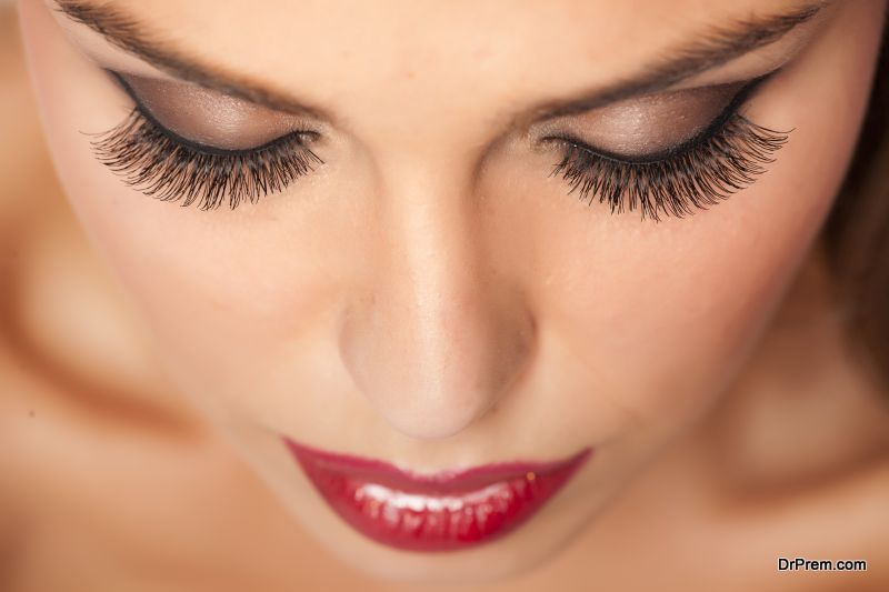 Natural Ways To Grow Lush Eye Lashes