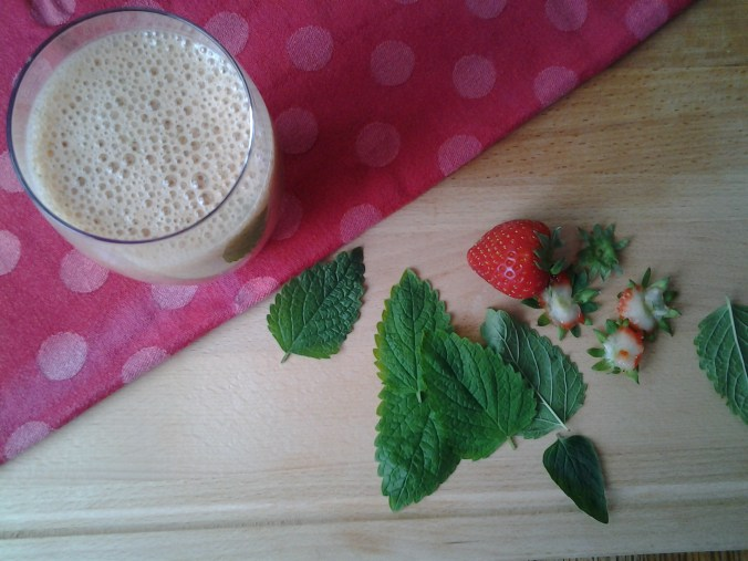 aardbeiensmoothie met citroenmelisse