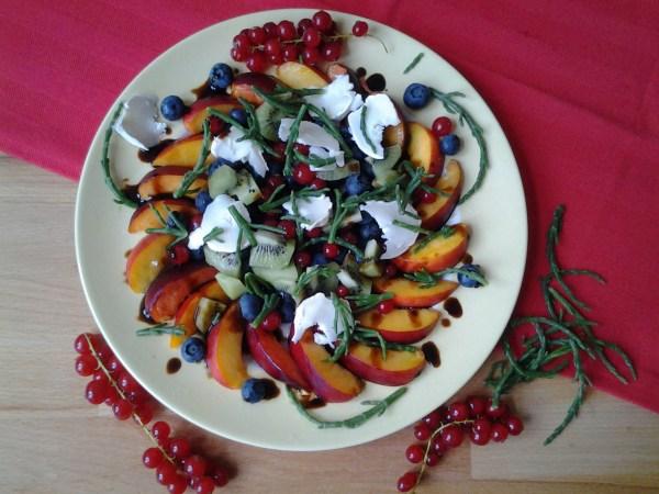 fruitsalade met geitenbrie en zeekraal