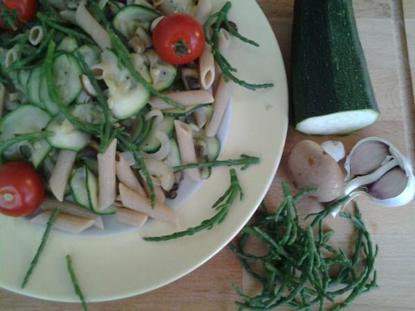 pasta met courgette en zeekraal