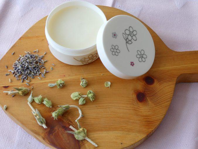 Deodorant van kokosolie, baking soda en lavendel