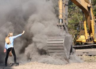 Daryl Hannah blocking backhoe from oil pipeline construction