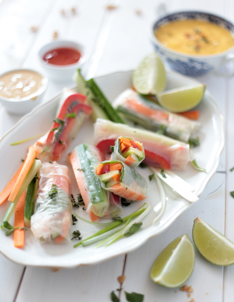 VIETNAMESE SPRING ROLLS WITH MANGO AND PEANUT SAUCE