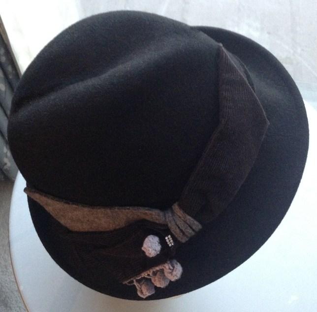 pomp-hat-1