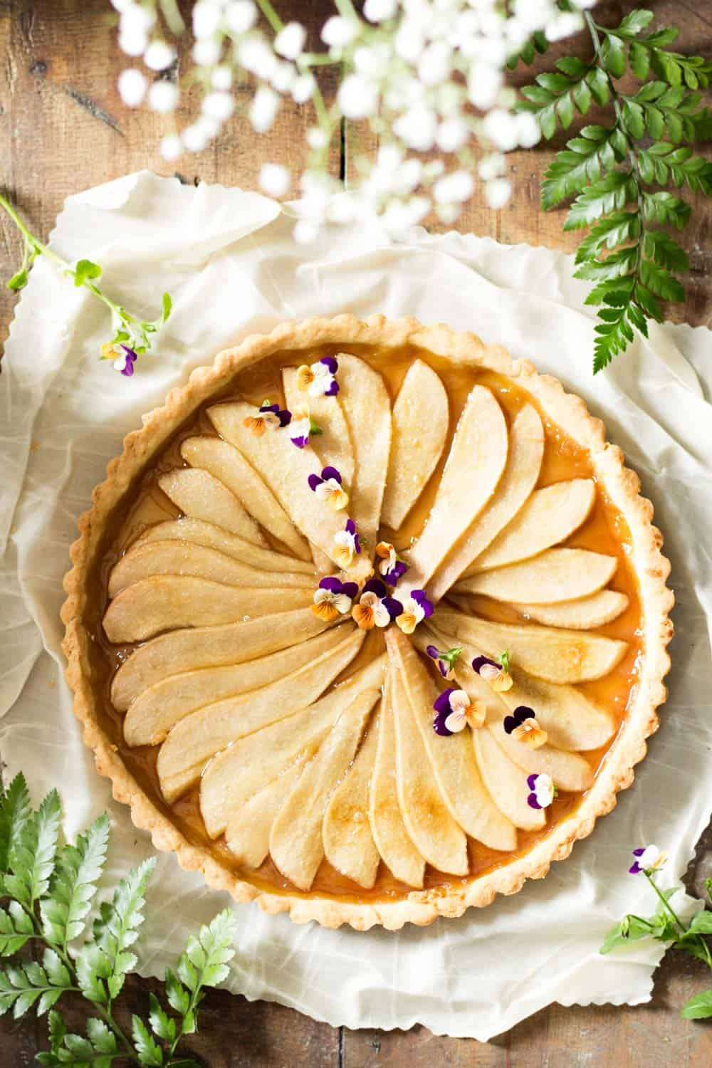 Looking for an easy and simple pear tart? Search no further, you found it! 7 ingredients, 20 minutes prep and 30 minutes in the oven.