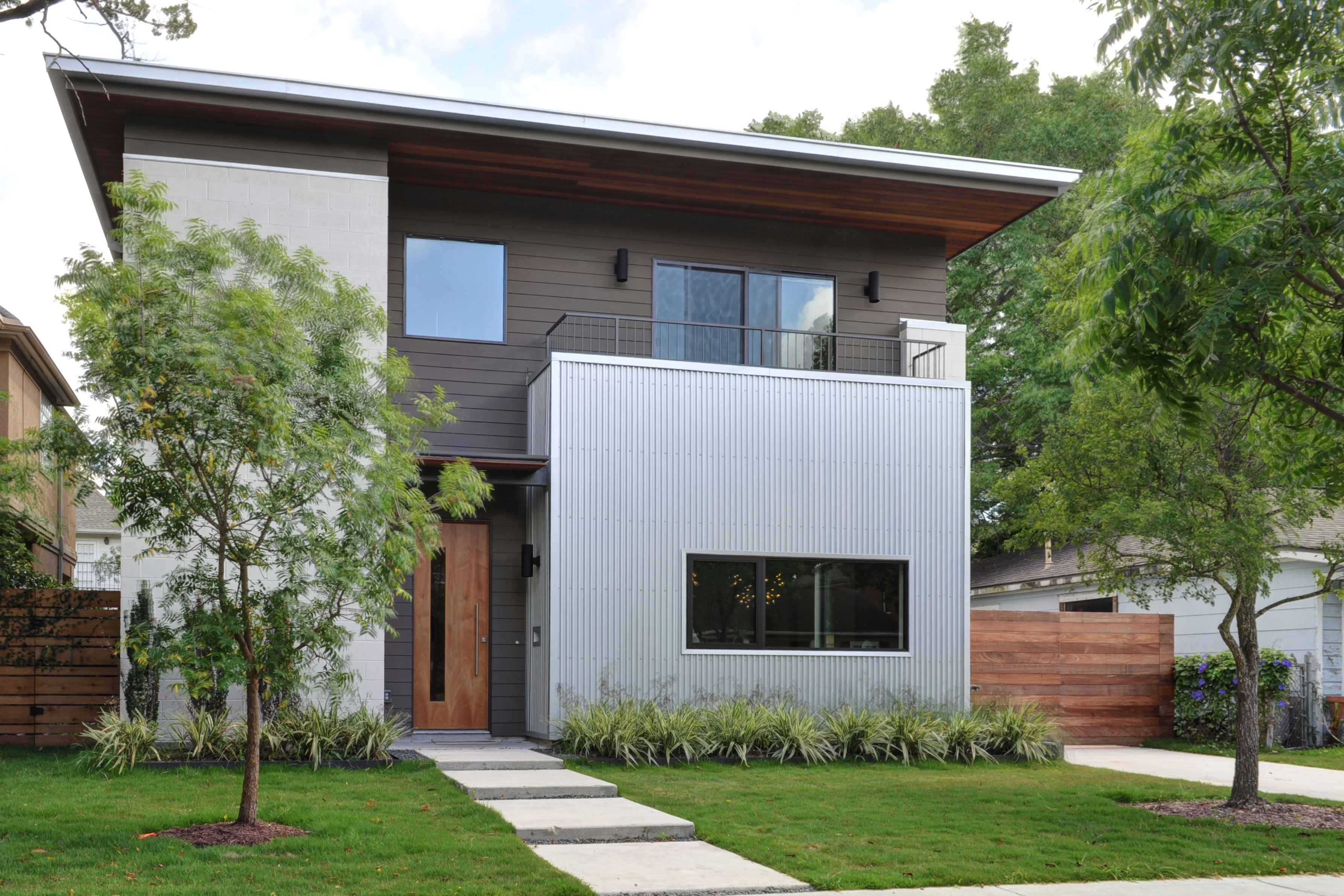 Minimalist Texas Home is All About Natural Light and Green Amenities Emory House by StudioMET