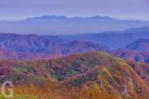白神岳山頂から、八甲田を望む
