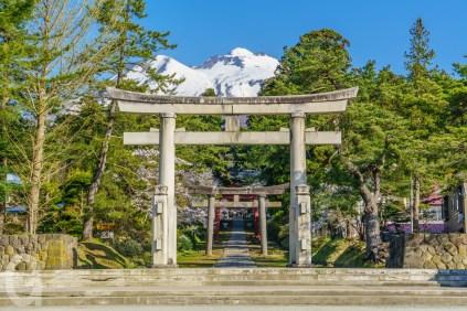 岩木山神社正面