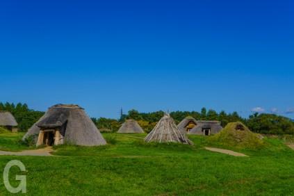 復元された竪穴式住居