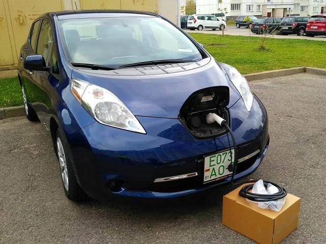 Заряжаем Nissan Leaf SV