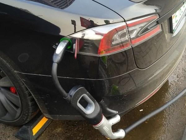 Зарядка Tesla на Chademo