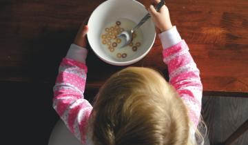 6 λόγοι για να καταργήσουμε τα πλαστικά πιάτα και ποτήρια για τα παιδιά