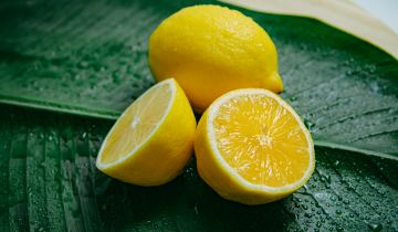 5 χρήσεις του λεμονιού στην καθημερινή μας περιποίηση