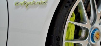 wheel to Porsche Panamera 4S e-hybrid