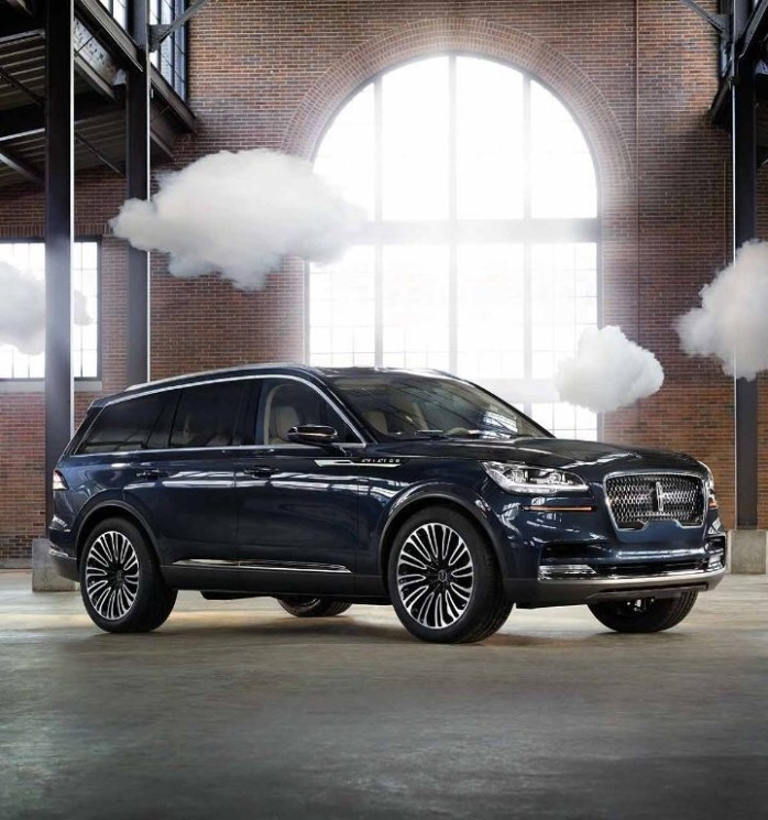 • Three-row, rear-wheel-drive Aviator marks the first time Lincoln will offer a plug-in hybrid model that is capable of using its twin-turbocharged engine if needed – easing range anxiety