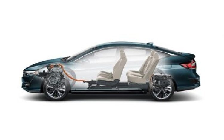 A comprehensive aerodynamics package helps the Clarity Plug-In Hybrid fulfill its mission as a tech-savvy, energy-efficient and image-leading vehicle. With its sleek design, the Clarity Plug-In Hybrid adopts a low-drag basic form, together with numerous wind-tunnel tested details that further boost energy efficiency while simultaneously reducing wind noise.Matching the size of the inlet openings on the front fascia to precisely suit engine cooling requirements reduces airflow under the hood, while special radiator ducting and a full underfloor cover further reduce aero disturbances. Special