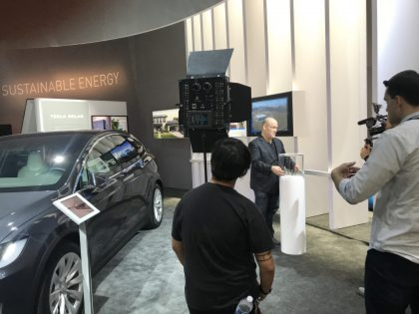 When The Green Living Guy announced the Tesla / Panasonic connection at CES 2018. It is batteries and solar. Energy storage and cars! Gigafactory 1!
