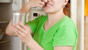 Deodorize your fridge naturally