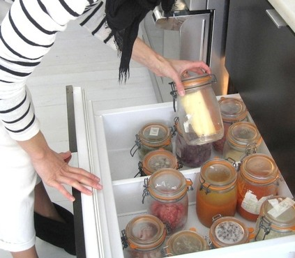 Bea_Johnson_with_glass_jars.JPG.662x0_q100_crop-scale