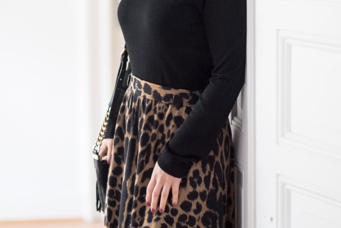 Vintage maxi skirt with animal print