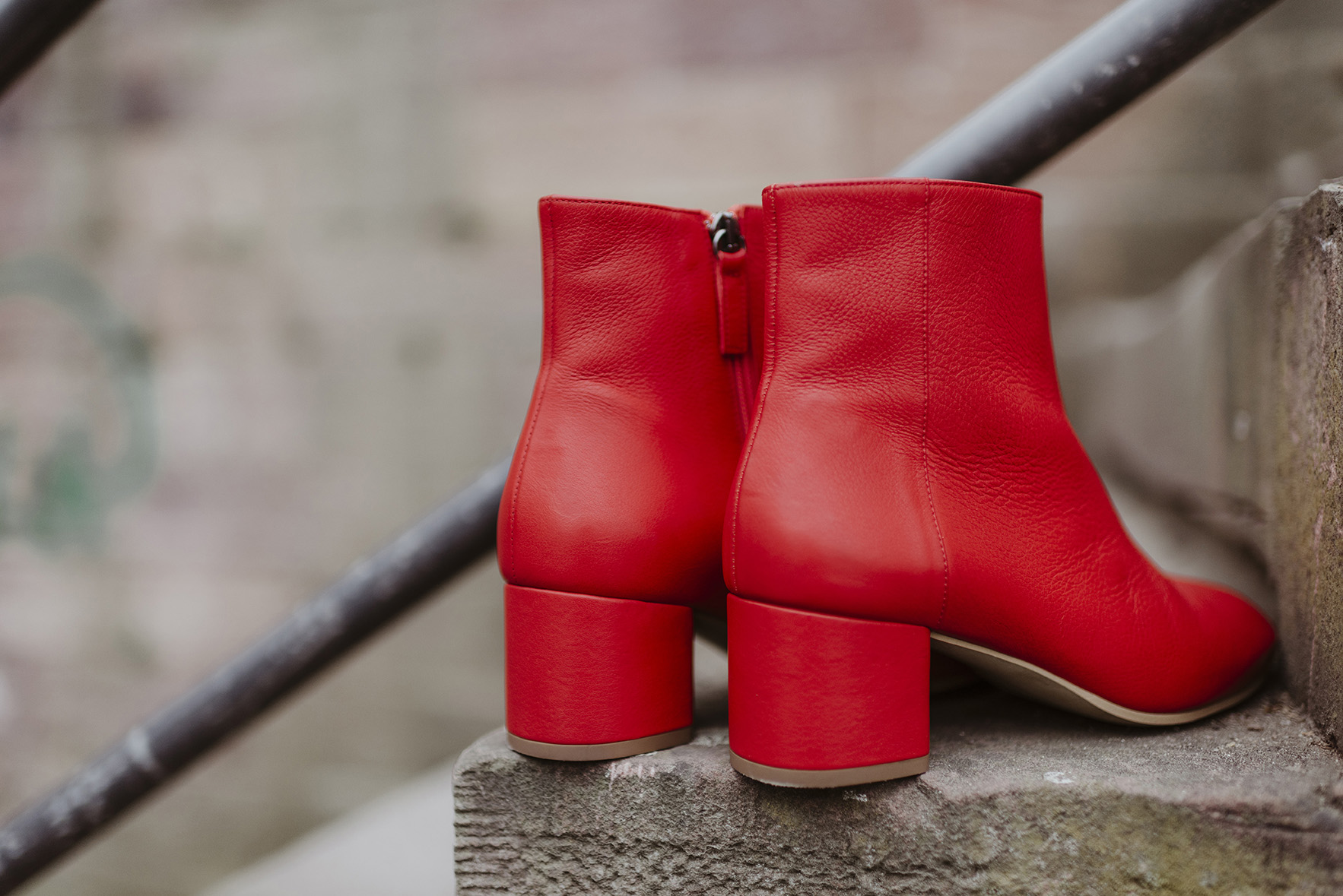 greenlooksgreat-ninetofive-red-boots_1