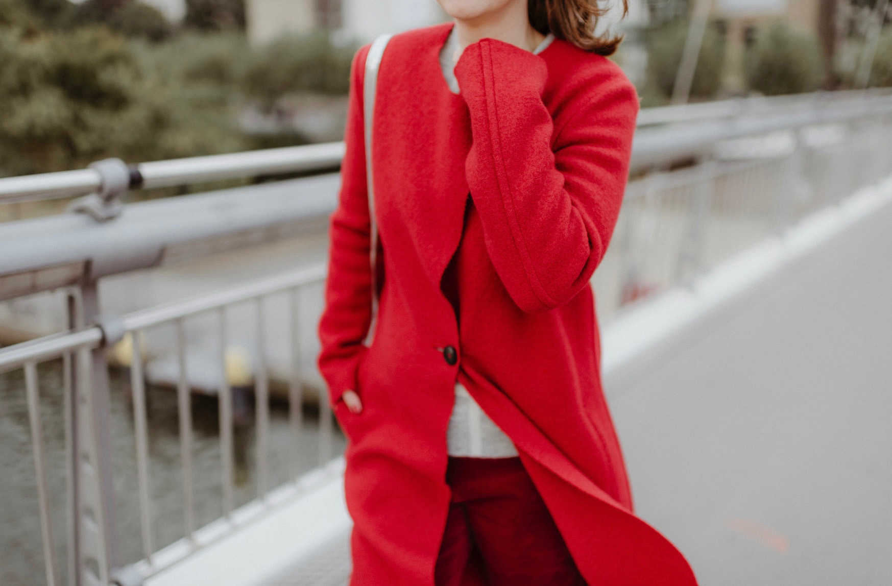 greenlooksgreat-red-coat-detail-lanius-eco-fashion