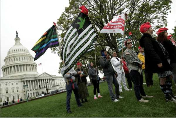 """FILE PHOTO: Protesters gather to smoke marijuana on steps of the U.S. Capitol to tell Congress to """"De-schedule Cannabis Now"""", in Washington, U.S. April 24, 2017. REUTERS/Yuri Gripas/File Photo"""