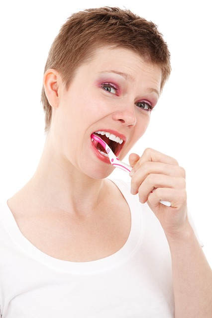 brushing teeth with salt