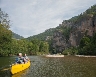 Joseph and Mary canoeing on the Tarn between Prades and St. Enimie, Tarn, France