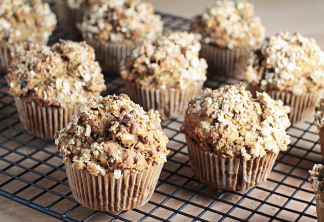 Vegan Pumpkin Oatmeal Muffins - A Must-Try Recipe!