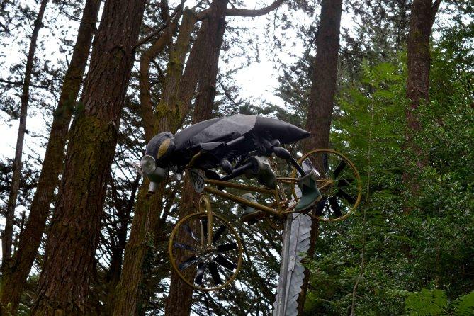 good-moods-and-garden-sculptures-flying-bug