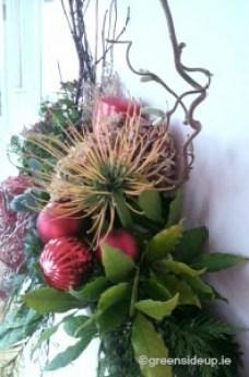 How to make a Natural Christmas Flower Arrangement