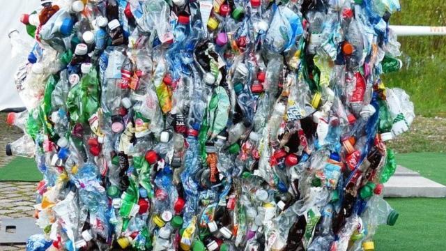 Palette voller Plastikmüll